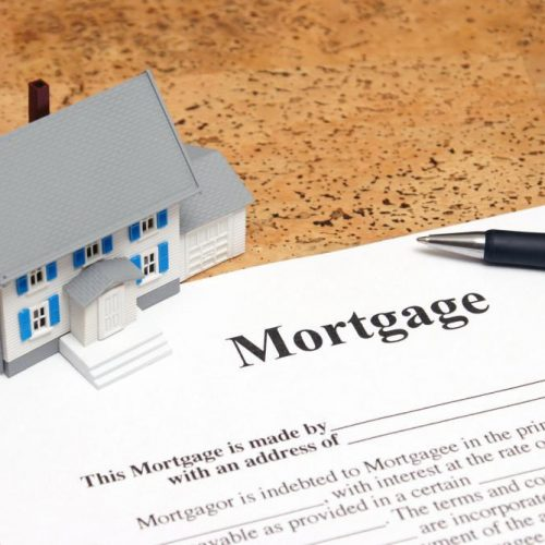 Mortgage Brokers vs. Mortgage Lenders: What's The Difference?