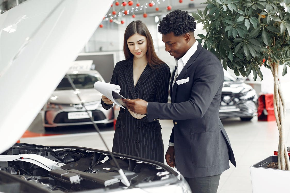 Discussing title bonds before buying a car